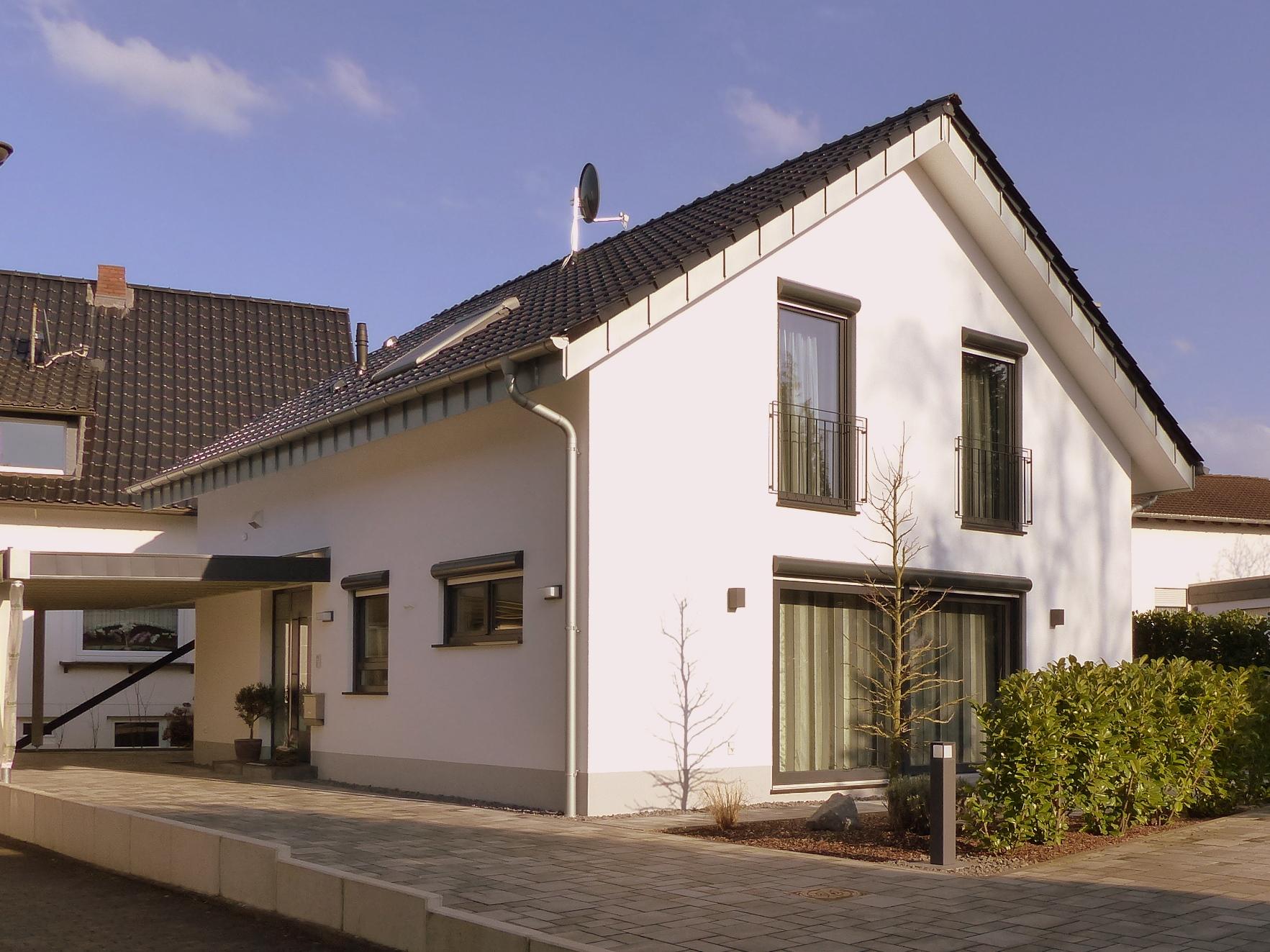 Cool Einfamilienhaus Satteldach Foto Von Mit